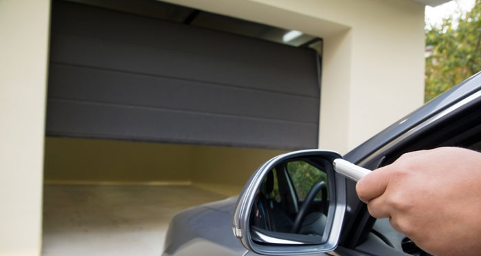 Garage door repairman Stamford CT